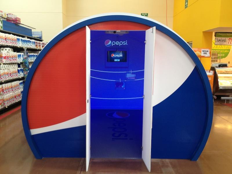 Foto Cabina Venta : Pepsi activa el punto de venta con cabinas interactivas below