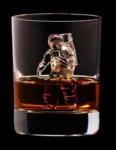 Japan-Suntory-Whisky-icecubes-10-232x300