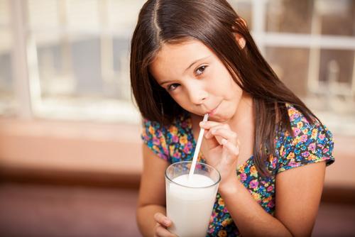niña, leche