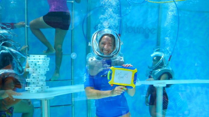 clear-lounge-cozumel-underwater-oxygen-bar-slide2-sm