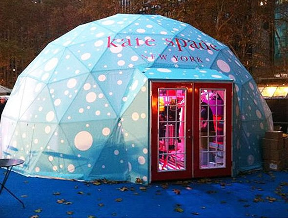 kate-spade-opened-up-an-inviting-igloo-for-three-weeks-in-new-york-citys-bryant-park-it-handed-out-free-hot-chocolate-to-keep-shoppers-warm