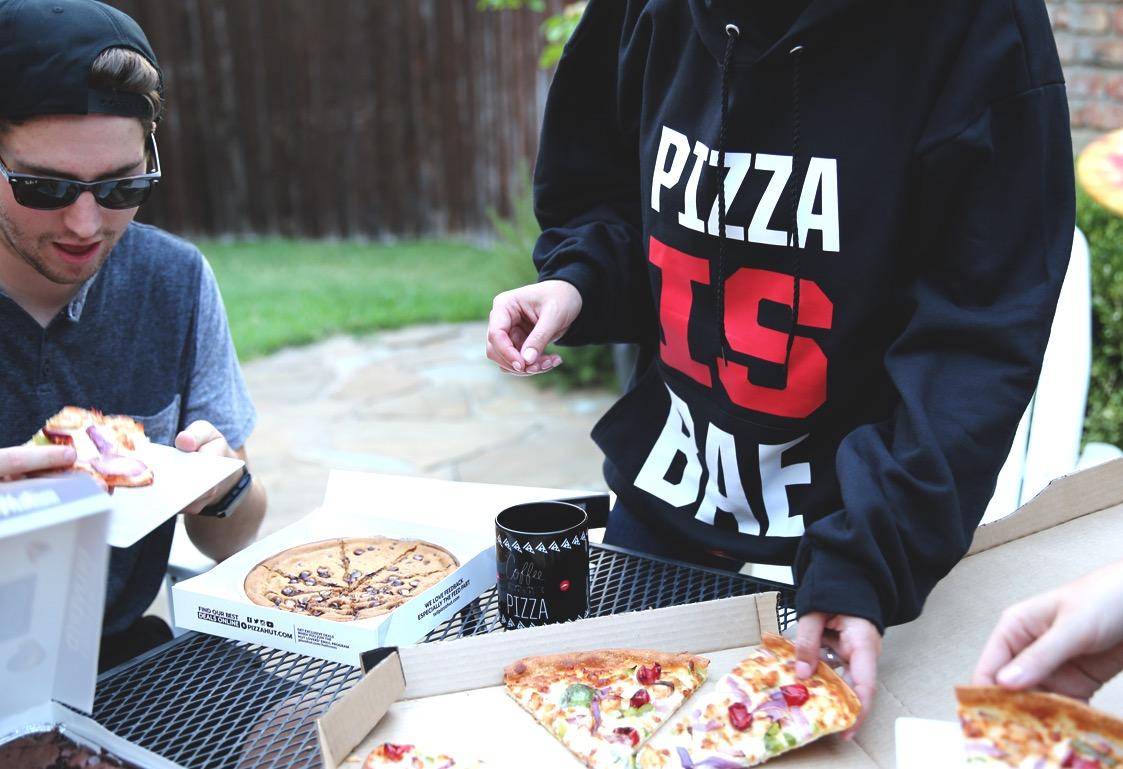 PIZZA HUT ROPA 2