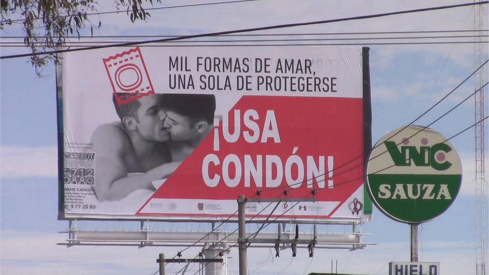 CONDON BESO HOMBRES POLEMICA