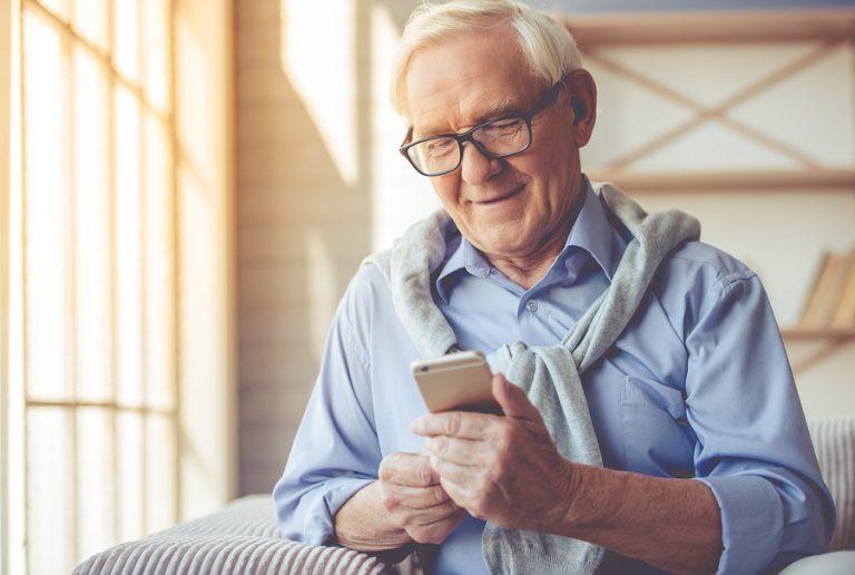 abuelo, smartphone, adultos, e-commerce
