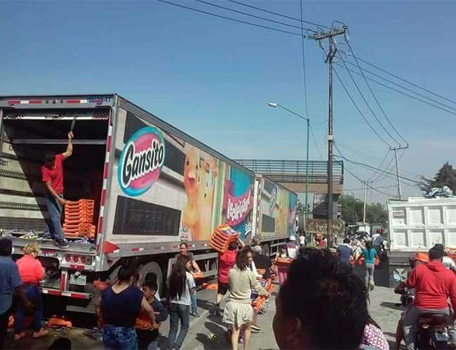 Saquean trailer de Marinela