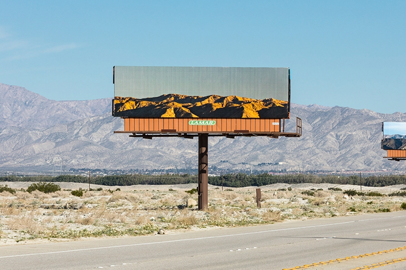 vallas publicitarias desert x 3