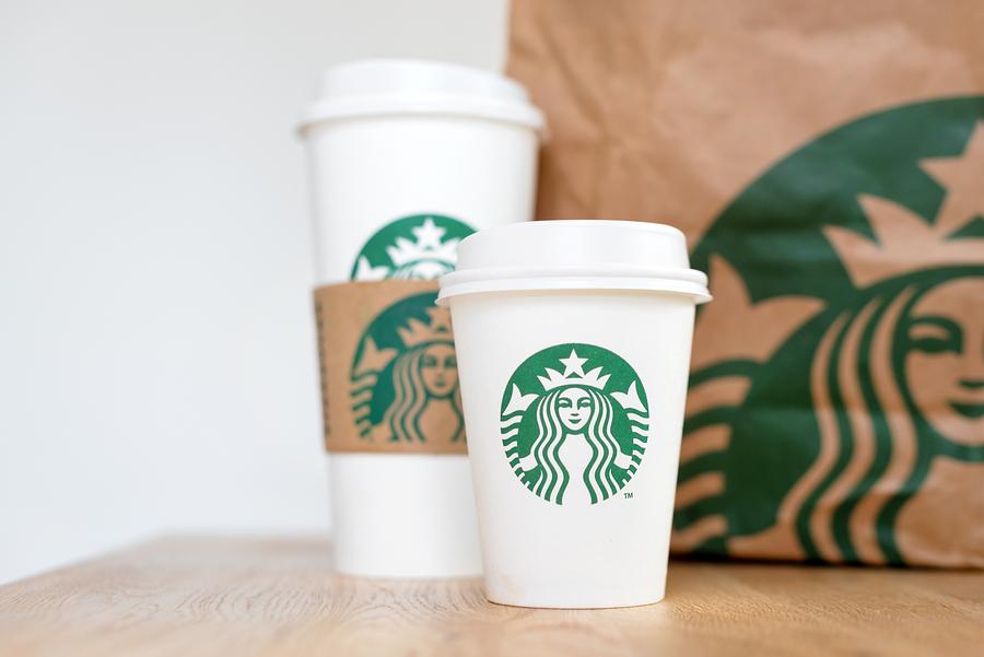 Vasos de Starbucks invaden México, de la mano de Uber Eats