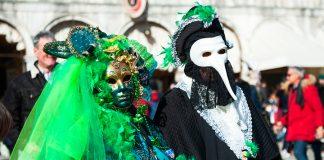 Imágenes del Carnaval de Venecia con personas disfrazadas
