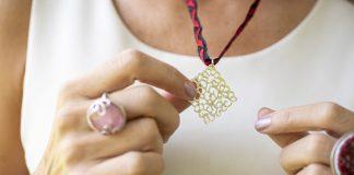 Pieza de joyería de Tanya Moss